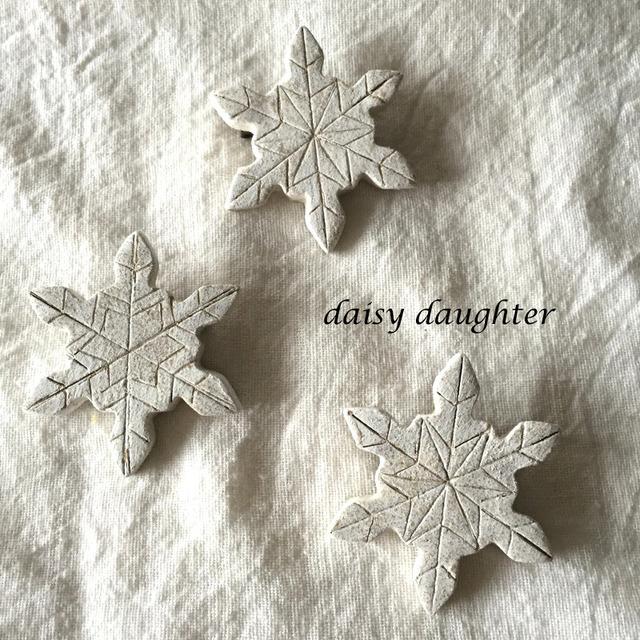【陶土】雪の結晶ブローチ*雪印