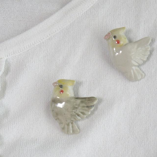 オカメインコのブローチ(陶器の小鳥)