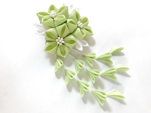 黄緑の三輪桔梗ヘアクリップ