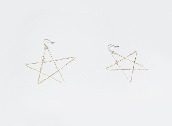 (再販)いびつな星のワイヤーピアス