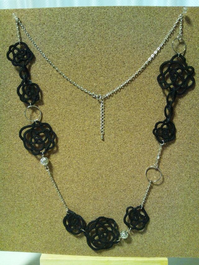 タティングレース花のネックレス(黒)