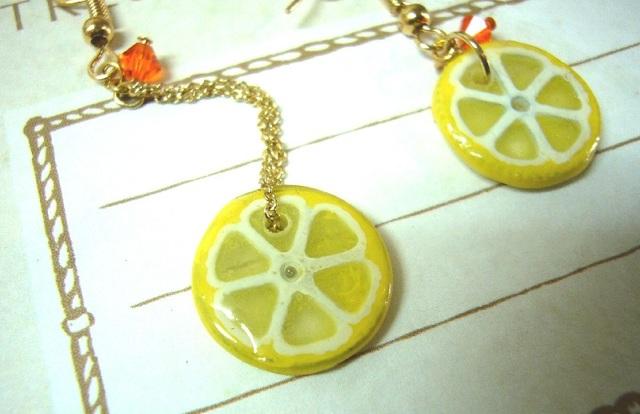 スライスレモンのゆらゆらピアス