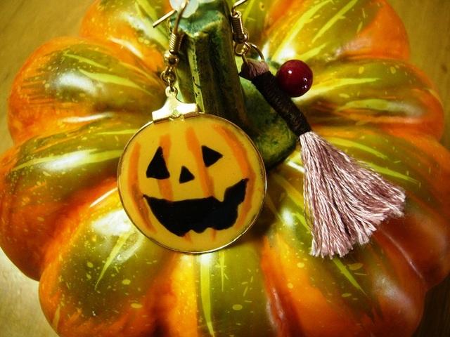 ハロウィンかぼちゃとホウキのピアス
