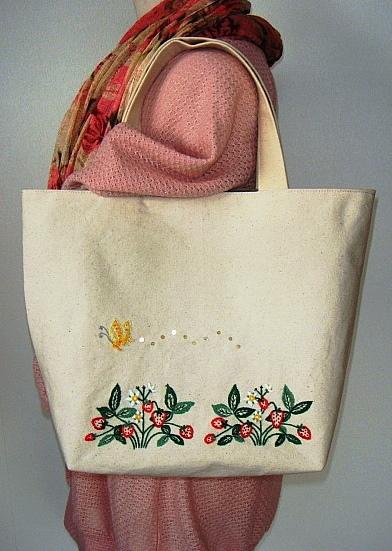 苺と蝶々のトートバッグ(刺繍&ビーズ)♪