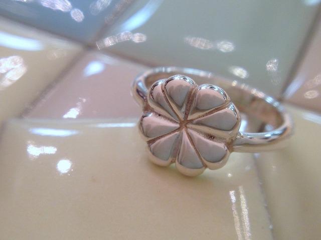 四葉のクローバー 指輪