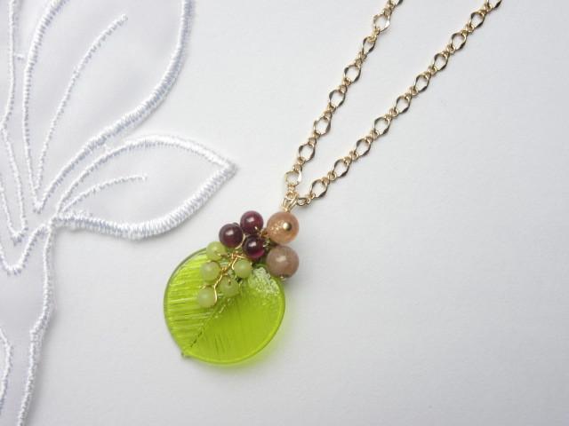 木の実・草の実のネックレス(オリーブ)