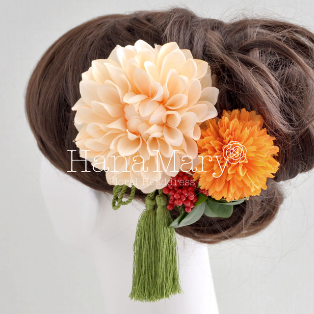 ダリアと実の髪飾り