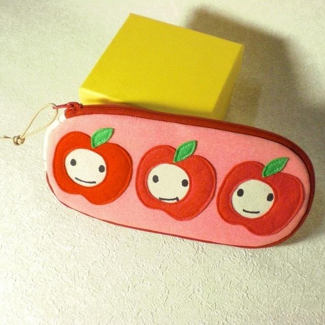 りんご三兄弟ポーチ