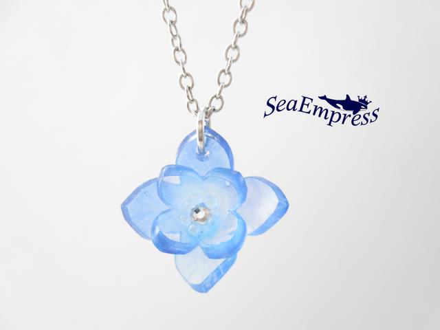 青いグラデーションの花*プラバンネック...