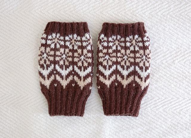 手編みの指なしミトン 「花園」 チョコ茶×白&ベージュお花
