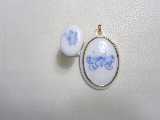 白磁の蝶の模様のネックレストップと指輪のセット
