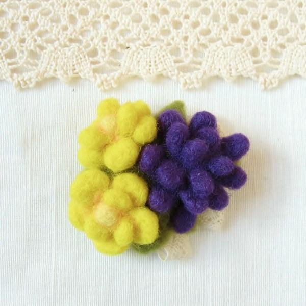 フェルトのブローチ 黄色と紫の花 コサージュ風(FAB-010-YP)