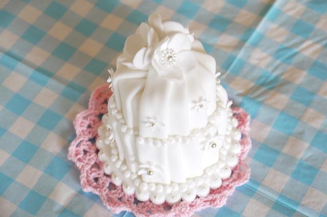 シュガークラフトケーキ ホワイトの2段ケーキ
