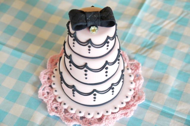 シュガークラフトケーキ リボンの3段ケーキ