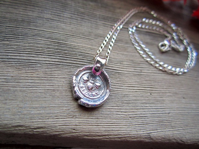 Sealing Stamp Pendant.~Bee~