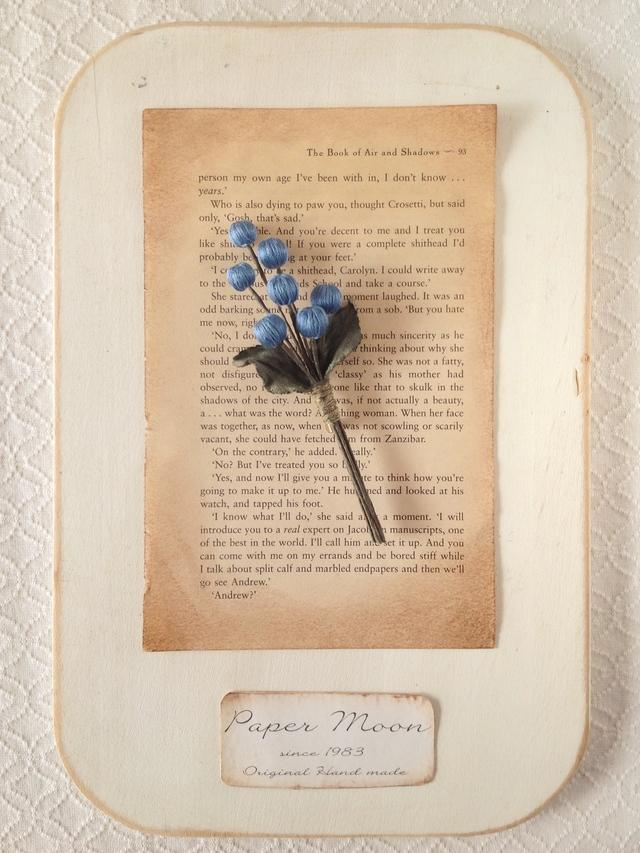 巻き玉の木の実コサージュ(ブルー)