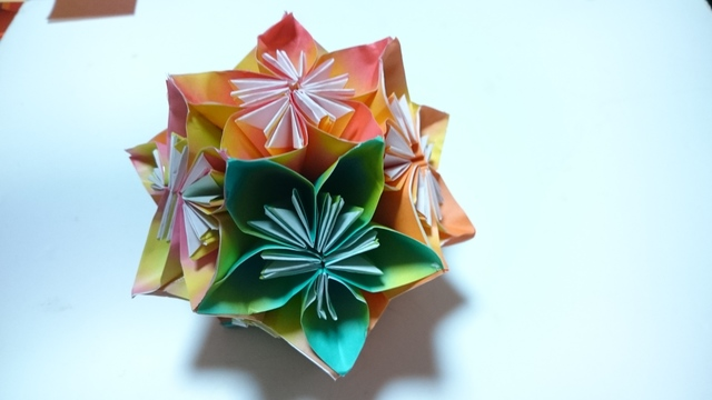 (一点物)折り紙グラデーションくす玉