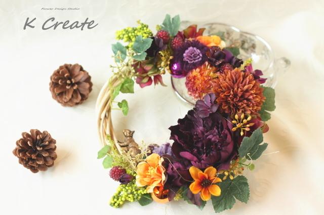 秋色のお花とリスのリース