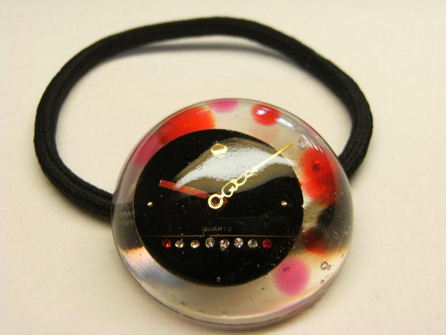 時計のヘアゴム(赤い水玉)