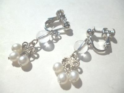 水晶・メタルパーツ・パールのイヤリング