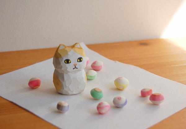 木彫り人形 ネコ 薄茶×白  [MWF-014]