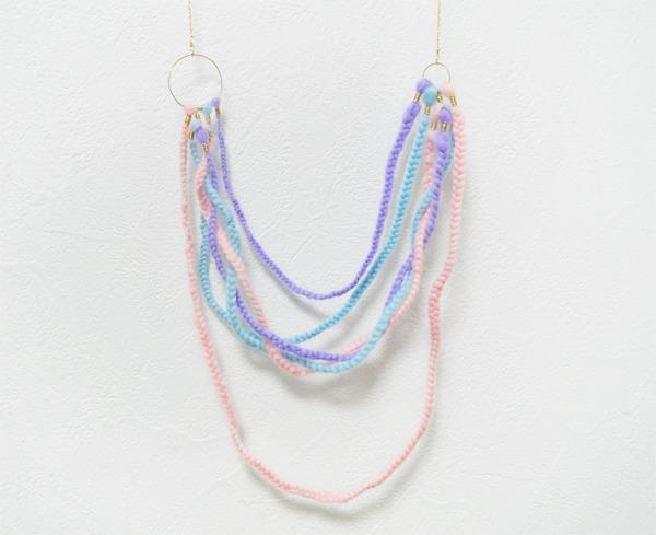 三つ編み羊毛のネックレス