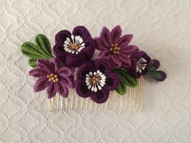 〈つまみ細工〉梅と小菊のコーム(紫と若紫)