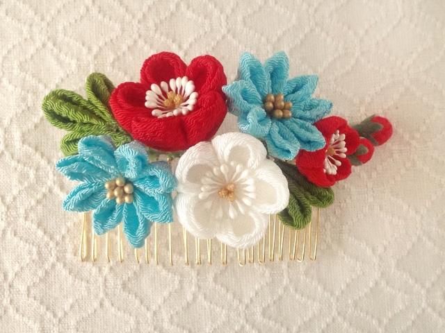 〈つまみ細工〉梅と小菊のコーム(赤と白...