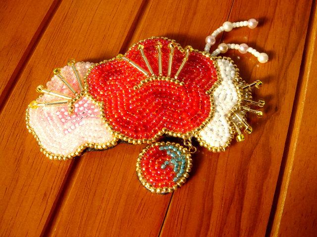 ビーズ刺繍の梅のヘアピン