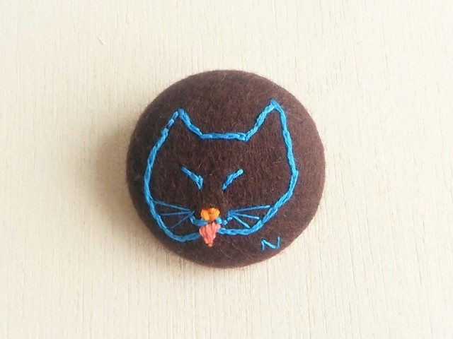 刺繍ブローチ 「猫」
