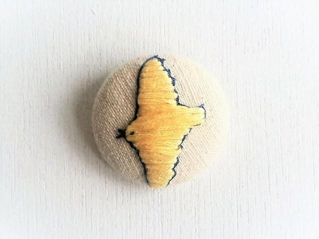 刺繍ブローチ 「黄色い鳥」
