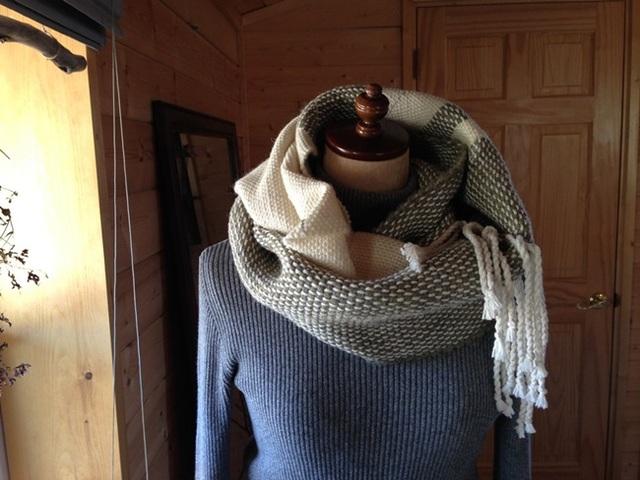 手織り カウチング糸のスヌード