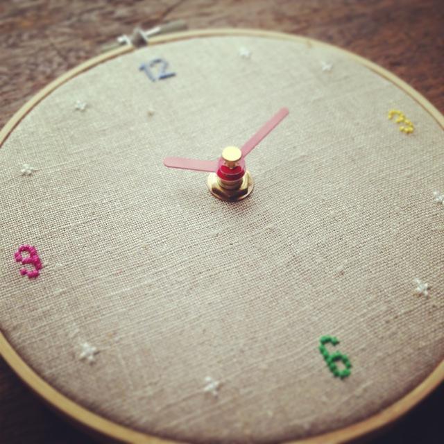 クロスステッチ刺繍時計:カラフル