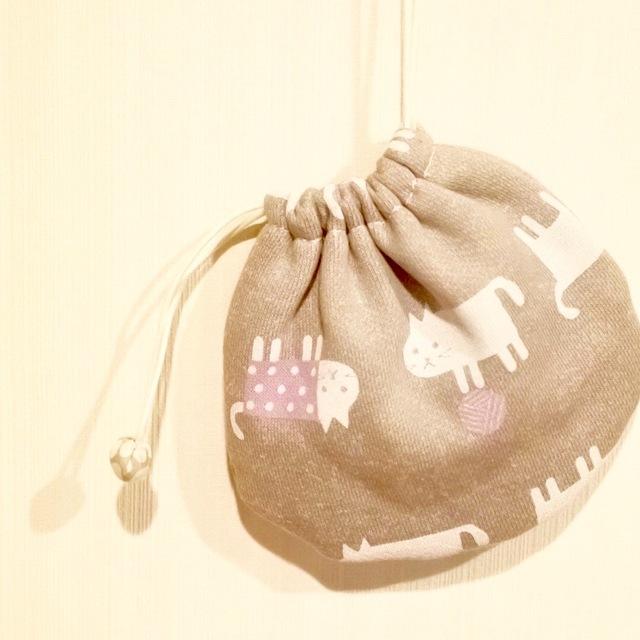 猫と毛糸玉のミニ巾着:パープル系