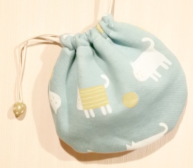 猫と毛糸玉のミニ巾着:ペパーミント系