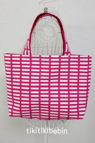 ピンクの格子柄のトートバッグ【送料無料】