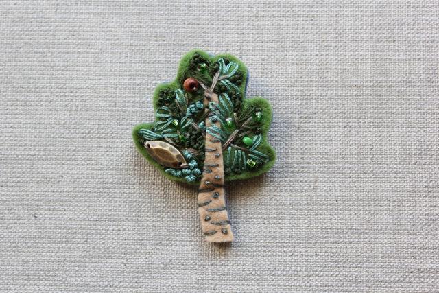 木のブローチ 緑のオリーブ