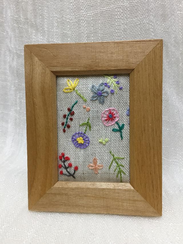 【送料無料】 刺繍ミニフレーム〜小花。