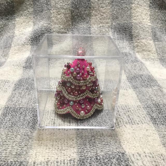 ピンクのキラキラクリスマスツリー