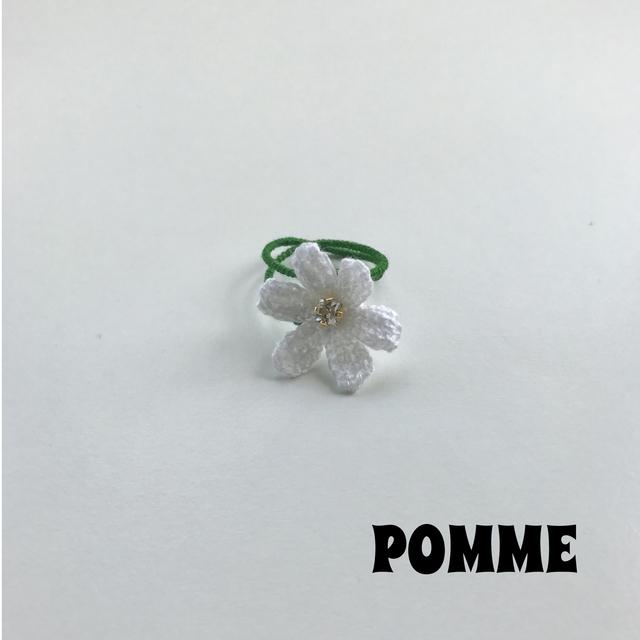 刺繍糸でできたお花のリング(白)