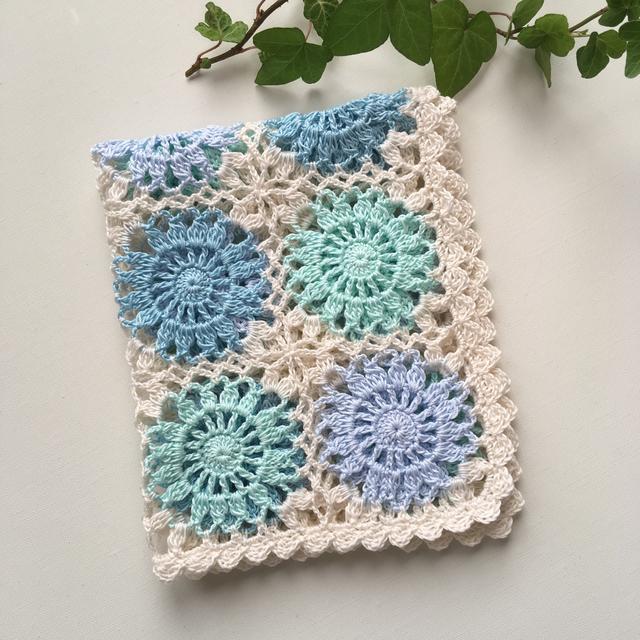 モチーフ編みマルチカバー blue