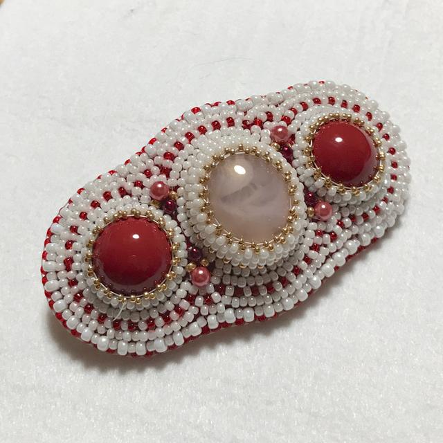 赤いビーズ刺繍のバレッタ