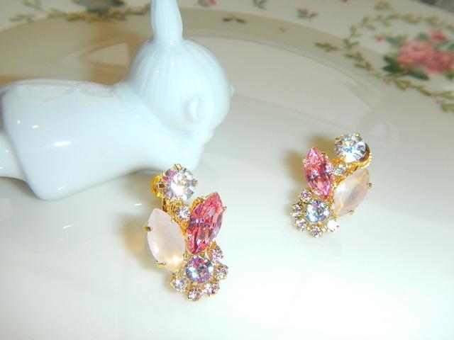ピンクに輝く のイヤリング