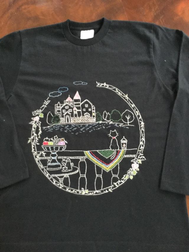 手刺繍ロングTシャツ 猫の優雅な1日