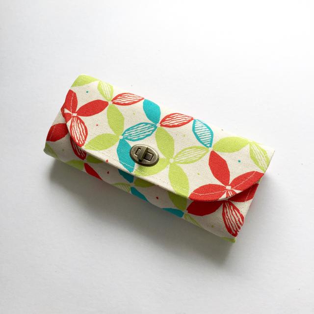 花柄カラフル蓋付き長財布