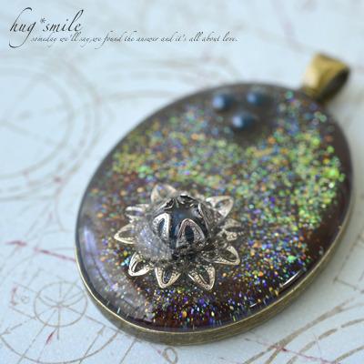 闇夜に咲く銀の花