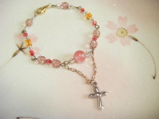 チェリークォーツの十字架付きブレスレッド
