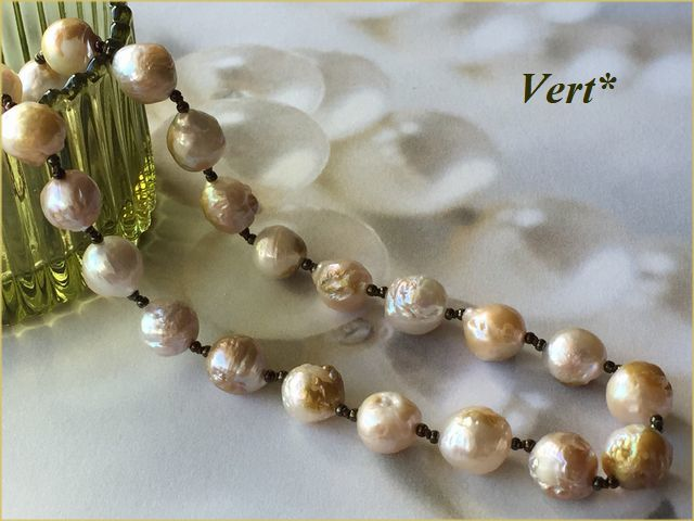 Vert* ホワイト/ライトゴールドラウンド...