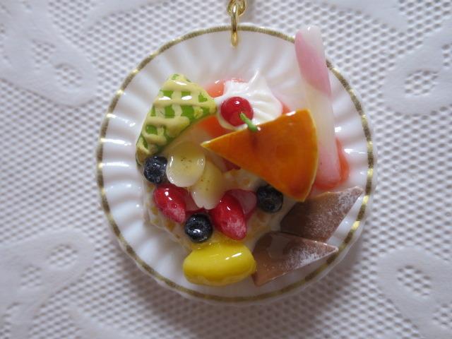 ☆チーズケーキ☆フルーツ添えプレートキーホルダー☆