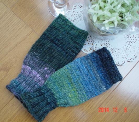 ☆彡野呂英作さんの段染め毛糸で、ハンドウォーマー